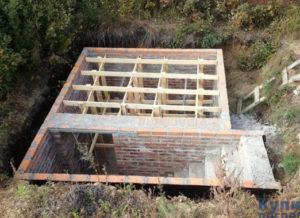 Процесс строительства кирпичного погреба
